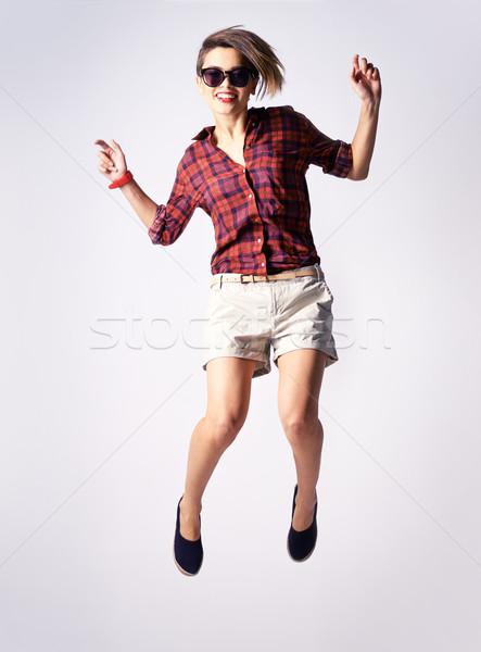 Stemming springen verticaal portret vrolijk model Stockfoto © pressmaster