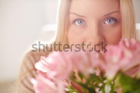 нежность весны портрет Lady глядя камеры Сток-фото © pressmaster