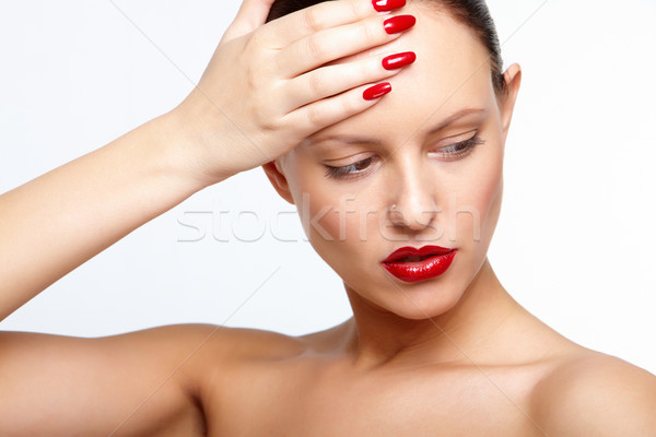Vrouw chique rode lippen aanraken voorhoofd Stockfoto © pressmaster
