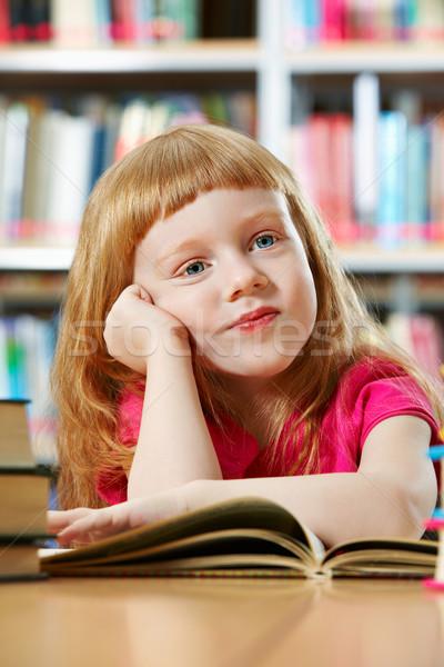 Meisje bibliotheek portret smart boek school Stockfoto © pressmaster