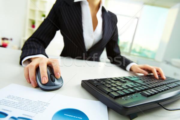 作業 オフィス 画像 女性 手 プッシング ストックフォト © pressmaster