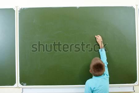 Chico pizarra foto inteligentes escribir algo Foto stock © pressmaster