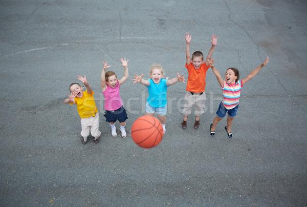 Koszykówki gracze obraz szczęśliwy znajomych gry Zdjęcia stock © pressmaster