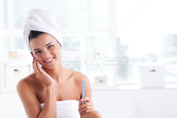 Fürdő lány törölköző fej test beszél Stock fotó © pressmaster