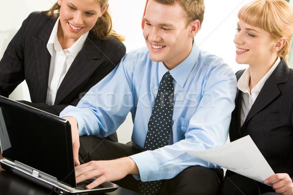 コンピュータ 作業 画像 ビジネスの方々  作業 ノートパソコン ストックフォト © pressmaster