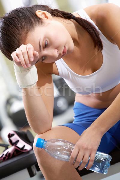 Przerwie szkolenia portret zmęczony brunetka butelki Zdjęcia stock © pressmaster