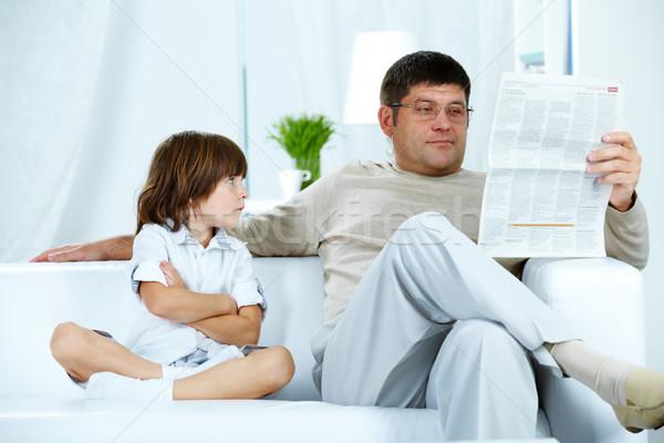 Foto stock: Hijo · de · padre · foto · molesto · nino · mirando · padre