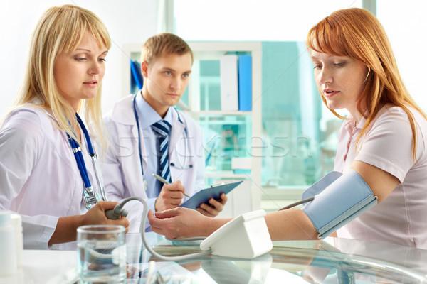 Presión arterial retrato practicante hospital mujer Foto stock © pressmaster