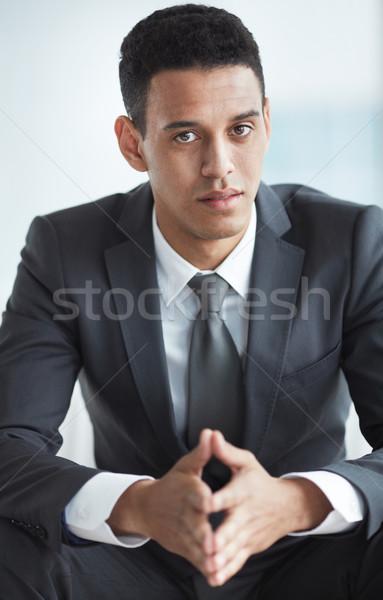 Fehérgalléros munkás higgadt üzletember öltöny néz Stock fotó © pressmaster