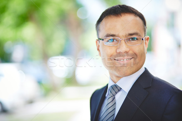 Positieve houding portret positief werknemer naar camera Stockfoto © pressmaster