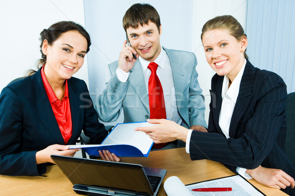 üzleti csoport csoport három üzletemberek ül asztal Stock fotó © pressmaster