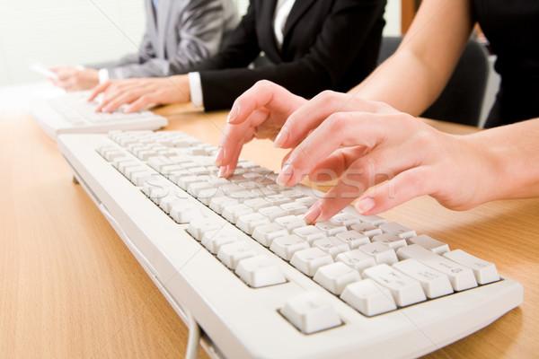 Foto d'archivio: Lavoro · immagine · femminile · computer · internet · chiave