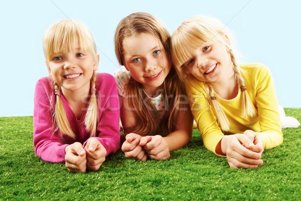 Não descrição família crianças cara grama Foto stock © pressmaster