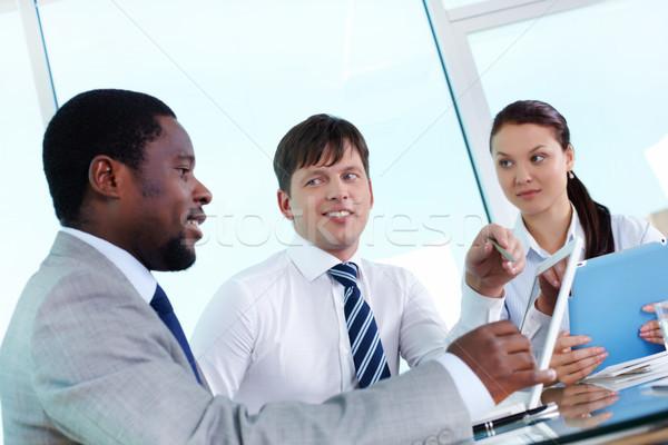 Erklärung Porträt zwei Mitarbeiter hören Kollege Stock foto © pressmaster