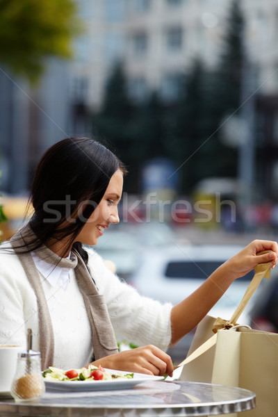 Sorpresa imagen feliz femenino mirando urbanas Foto stock © pressmaster