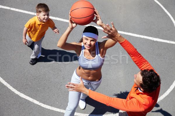 Baloncesto alegre familia tres jugando amateur Foto stock © pressmaster