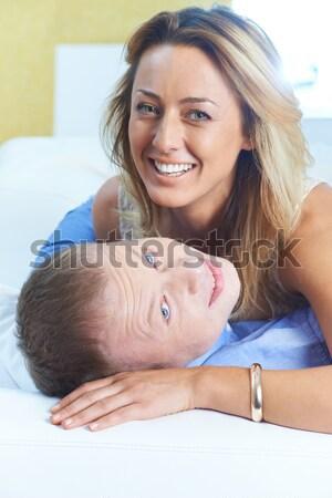 Bliskość szczęśliwy kobieta patrząc Zdjęcia stock © pressmaster