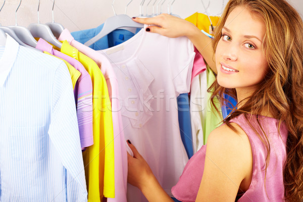 Foto d'archivio: Shop · ragazza · tshirt · donna · giovani
