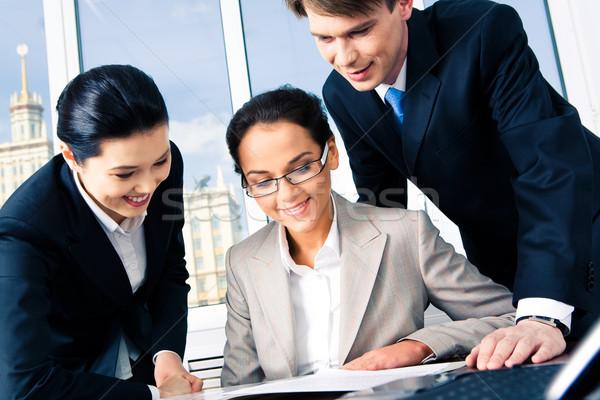 üzleti csoport portré néz új terv együtt Stock fotó © pressmaster