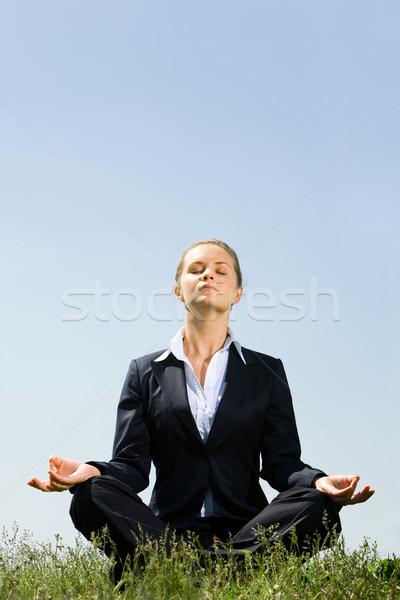 Photo stock: Méditation · portrait · joli · femme · d'affaires · séance · herbe