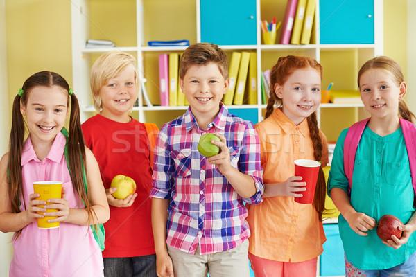 Sınıf arkadaşları kırmak portre dostça içecekler yeşil Stok fotoğraf © pressmaster