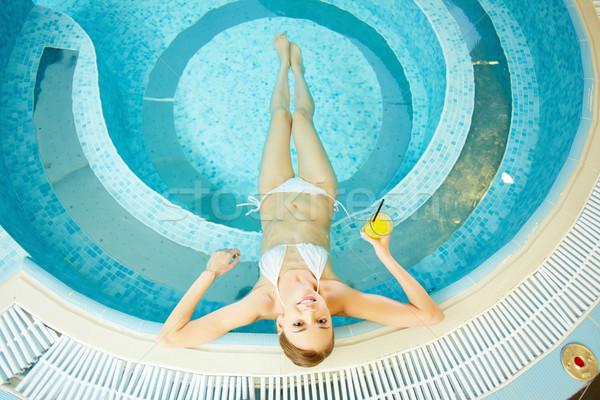 Sauna piscina ver mulher jovem Foto stock © pressmaster