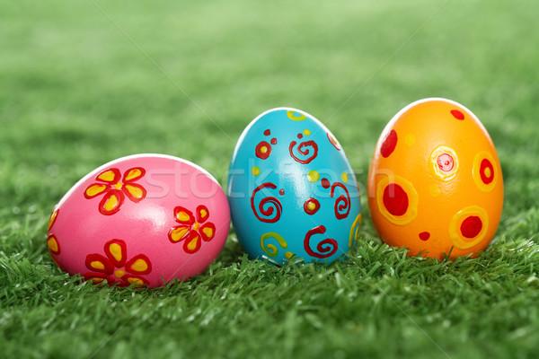Oeufs colorés pelouse trois œufs de Pâques Pâques alimentaire Photo stock © pressmaster