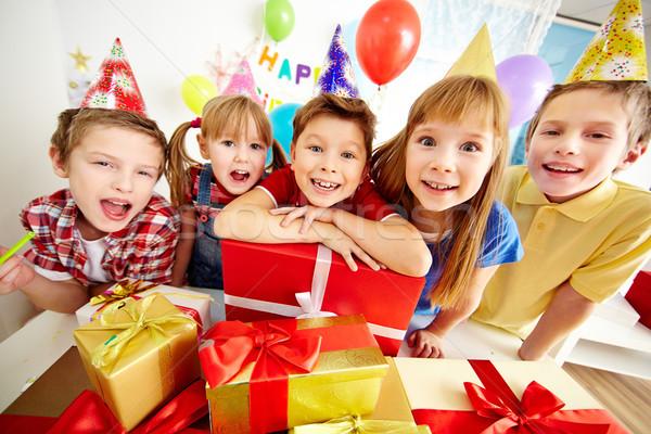 Szczęśliwy dzieci grupy godny podziwu patrząc kamery Zdjęcia stock © pressmaster
