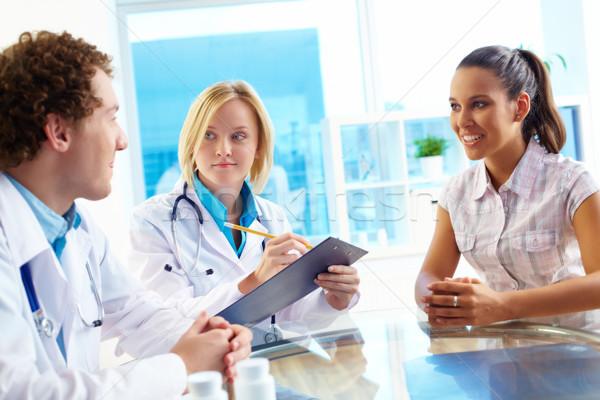 Konzultáció csinos beteg kommunikál orvosi orvos Stock fotó © pressmaster