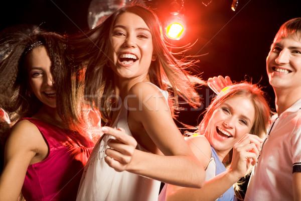 Energikus tinédzser csinos klubber tánc barátok Stock fotó © pressmaster