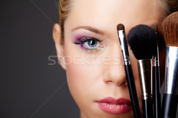 Rostro primer plano jóvenes femenino mirando Foto stock © pressmaster