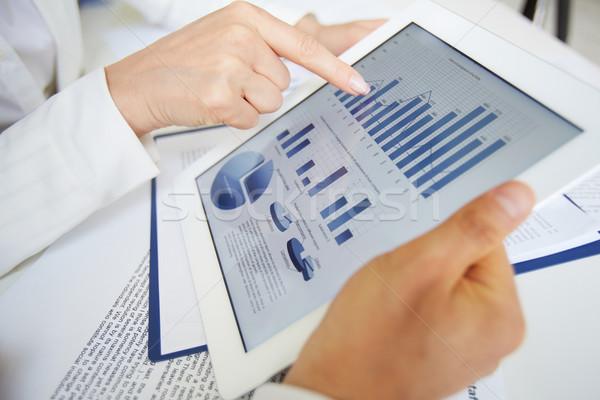 документа touchpad женщины стороны указывая Сток-фото © pressmaster