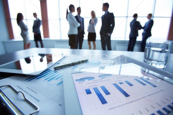 Dokument Touchpad Business Schreibtisch Büroangestellte Stock foto © pressmaster