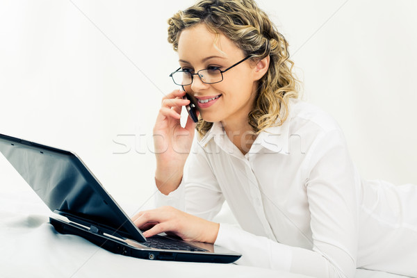 Ordinateur travaux portrait femme portable Photo stock © pressmaster