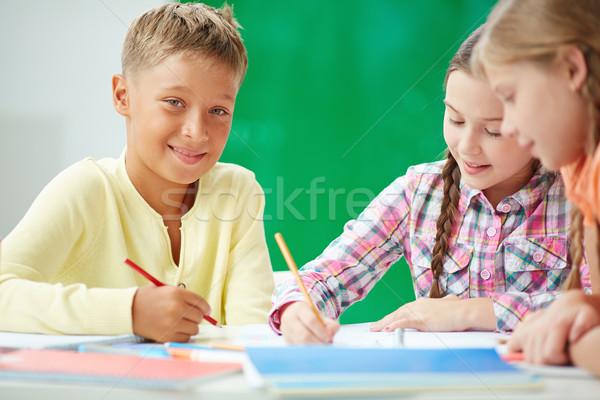 Stockfoto: Kinderen · tekening · knap · schooljongen · naar · camera
