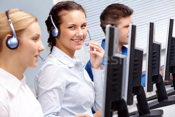 Stock fotó: Szolgáltatás · üzleti · csapat · ül · asztal · telefon · párbeszéd