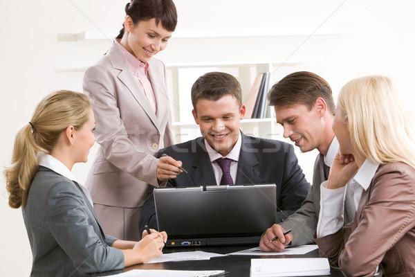 Computador trabalhar foto pessoas de negócios olhando laptop Foto stock © pressmaster