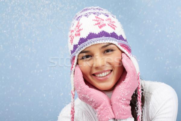 Mooi meisje gezicht mooie vrouw roze handschoenen gebreid Stockfoto © pressmaster