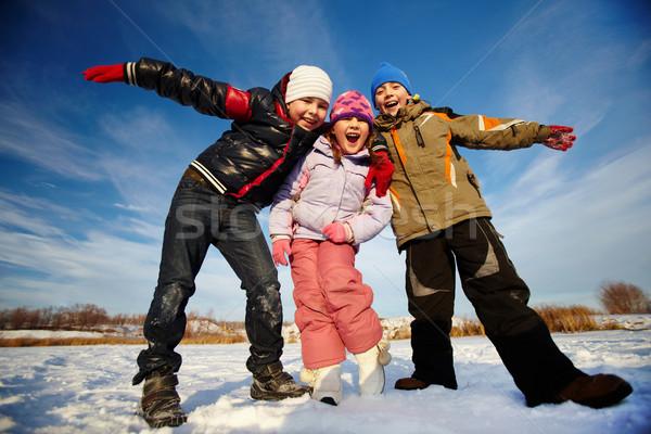 Blij kinderen blijde naar camera gelukkig Stockfoto © pressmaster