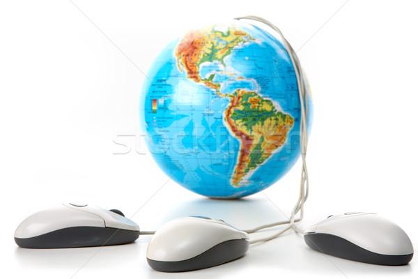 Wereldbol muizen afbeelding drie computer witte Stockfoto © pressmaster