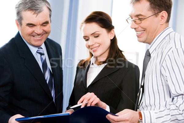 üzleti csoport három ember megbeszél terv megbeszélés üzlet Stock fotó © pressmaster