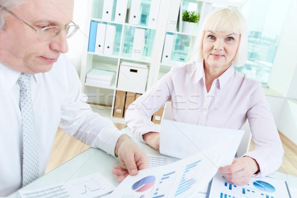 Managers werk portret volwassen zakenvrouw naar Stockfoto © pressmaster