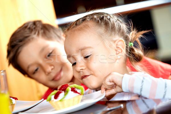 Stockfoto: Heerlijk · cake · portret · cute · meisje · naar