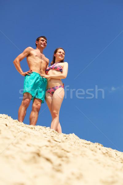 Vreedzaam paar genieten zomervakantie zandstrand strand Stockfoto © pressmaster