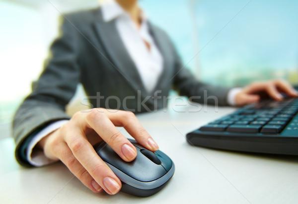 çalışmak görüntü kadın eller itme tuşları Stok fotoğraf © pressmaster