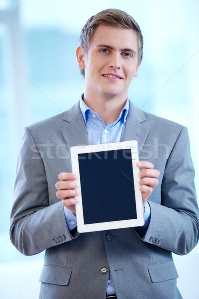 Hombre touchpad retrato alegre empresario mirando Foto stock © pressmaster