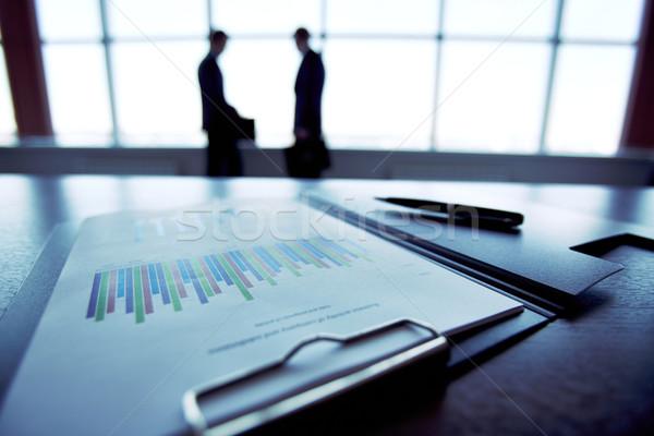 Miesięcznie sprawozdanie sprawozdanie finansowe sylwetki ludzi biznesu Zdjęcia stock © pressmaster