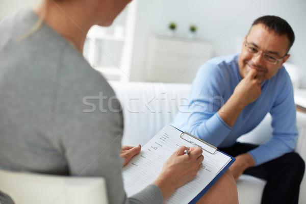 Kadın psikolog danışman olgun adam tedavi Stok fotoğraf © pressmaster