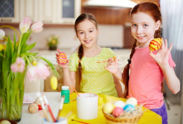 Grappig ester eieren twee meisjes tonen Stockfoto © pressmaster