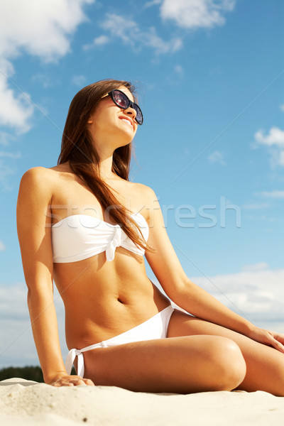Gyönyörű napozó kép női fehér bikini Stock fotó © pressmaster